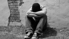 ÇOCUĞUNUZUN ALKOL UYUŞTURUCU VE SİGARA KULLANDIĞINI FARK ETTİĞİNİZDE, NE YAPMALISINIZ VE NE YAPMAMALISINIZ?